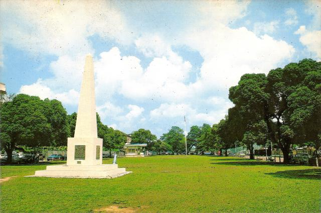 Tugu 'obelisk' British | 1980-an